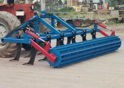 Deep-tillage-plough-with-crumbler
